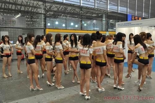 CJ现场惹眼的胸衣广告:虚拟交易安全至上